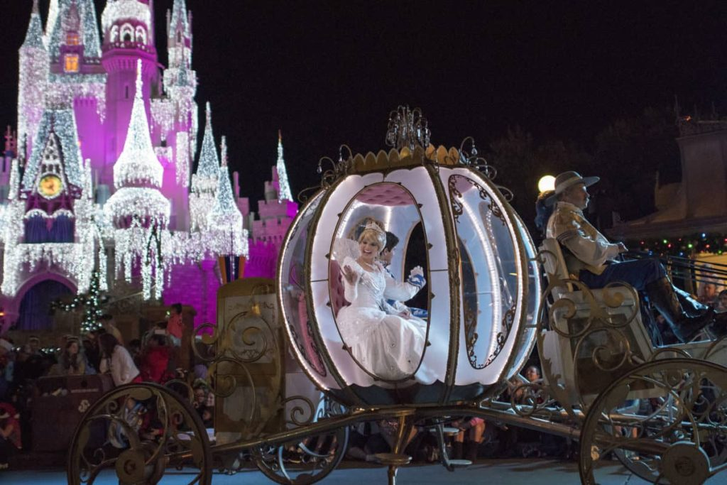 Mickey's Very Merry Christmas Party Guide 5