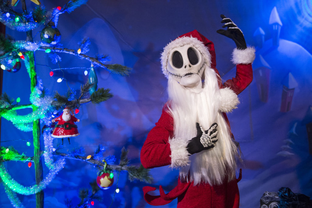Mickey's Very Merry Christmas Party Guide 8