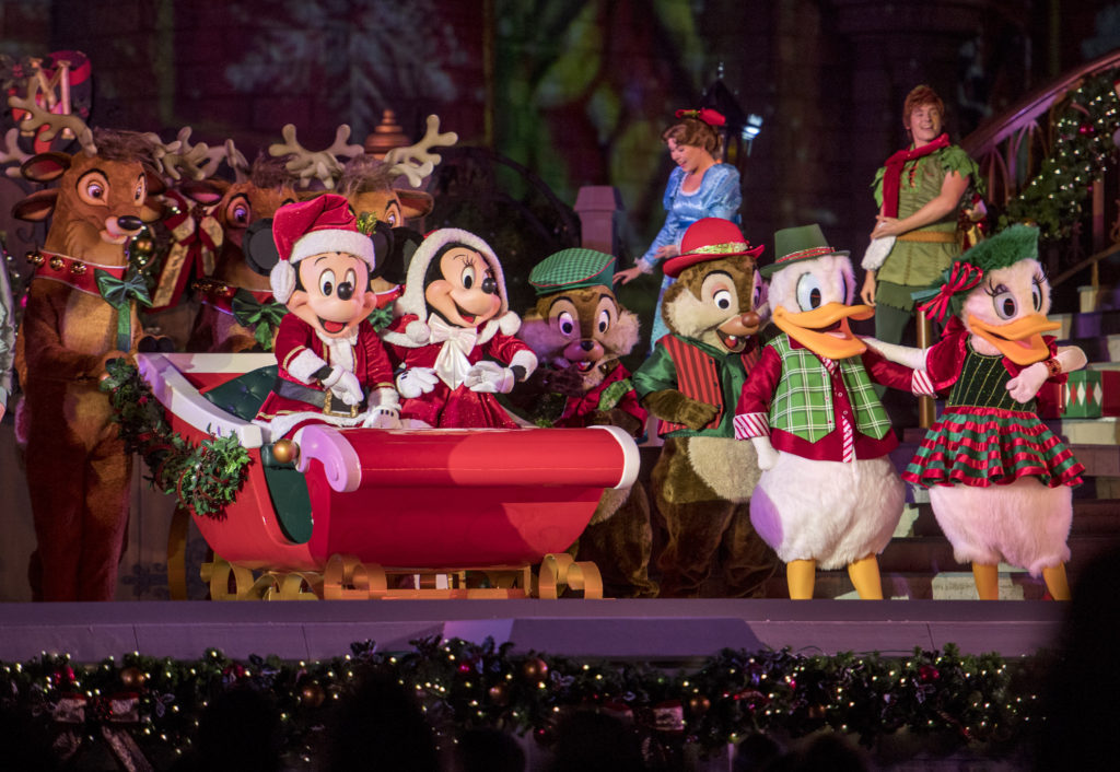 Mickey's Very Merry Christmas Party Guide 9