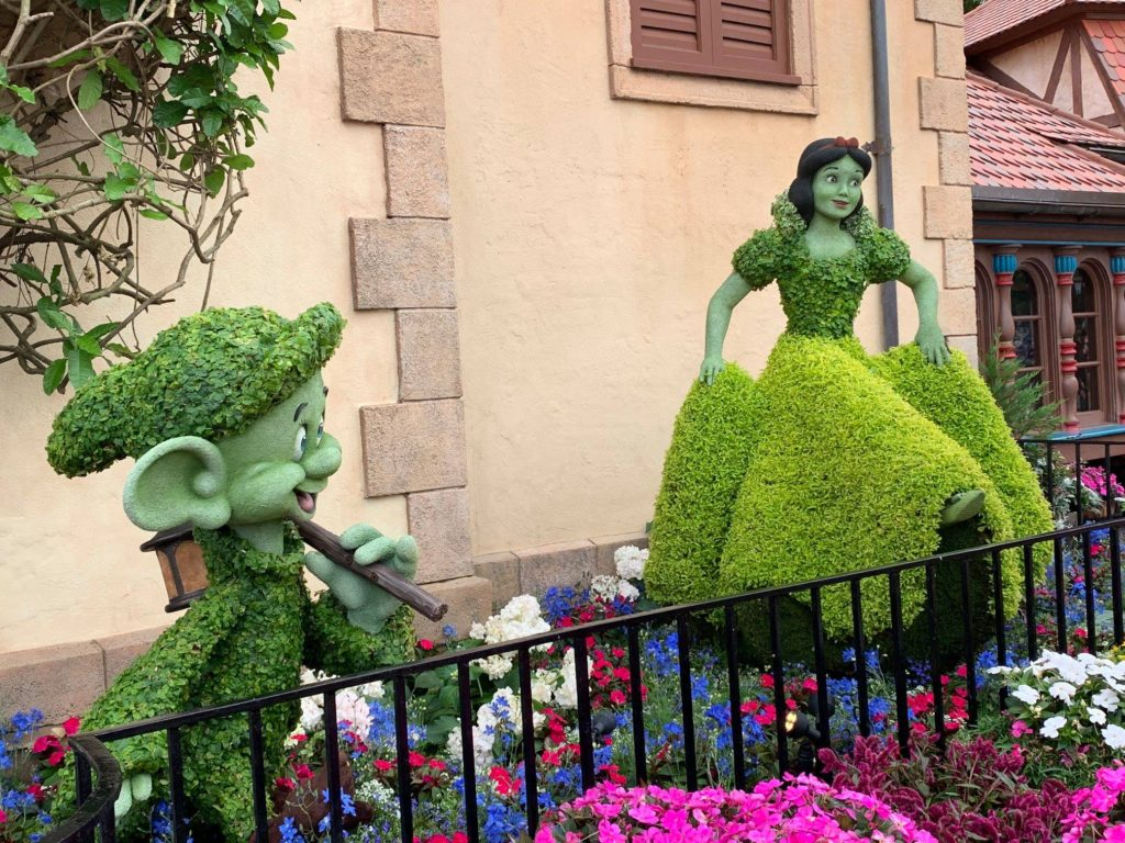 snow white topiary