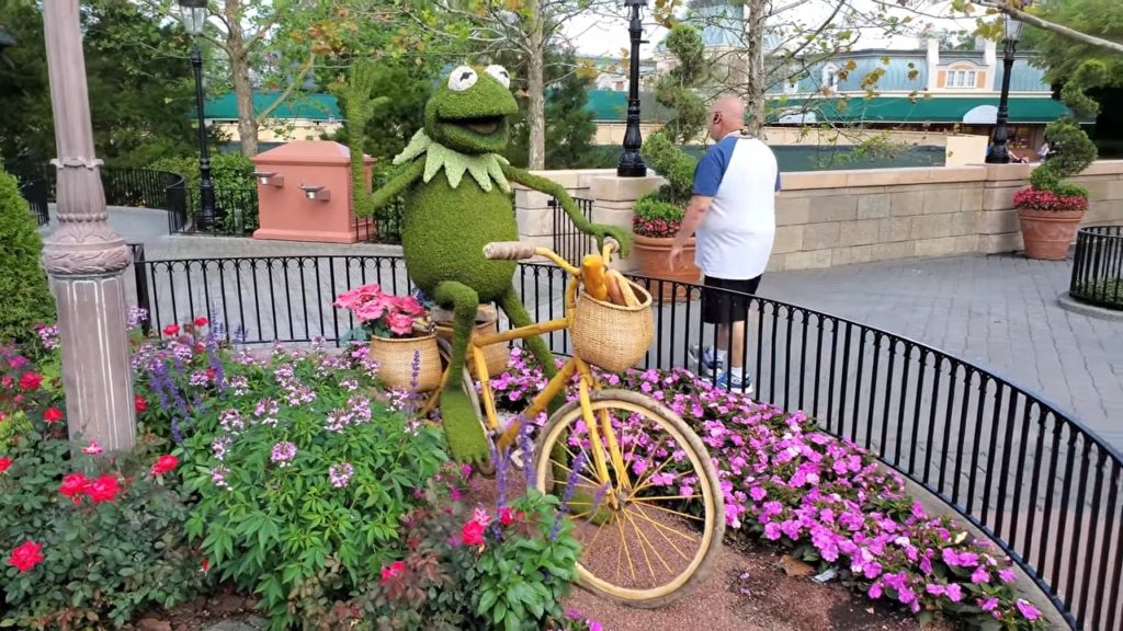 Epcot Flower & Garden Festival - kermit the frog topiary
